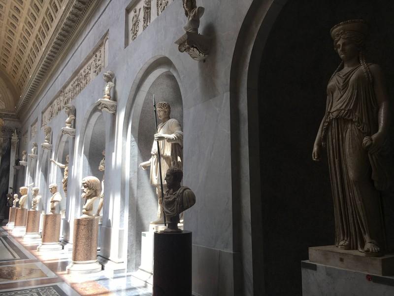 Das Vatikanische Museum in Rom ist eines der bedeutendsten Sehenswürdigkeiten.