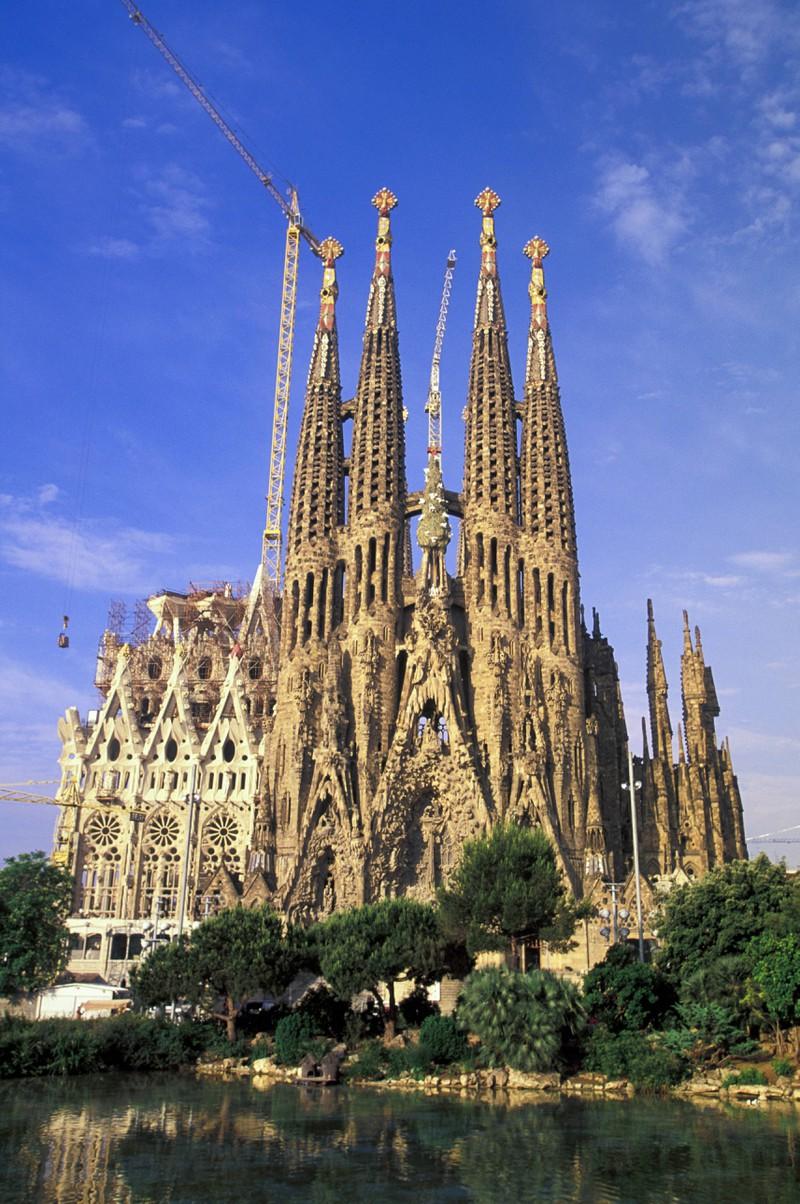Die Sagrada Familia gehört zu den schönsten Sehenswürdigkeiten, obwohl sie immer noch nicht fertiggestellt wurde.