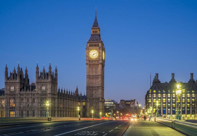 Eine wichtige Sehenswürdigkeit, die man gesehen haben muss ist der Big Ben in London