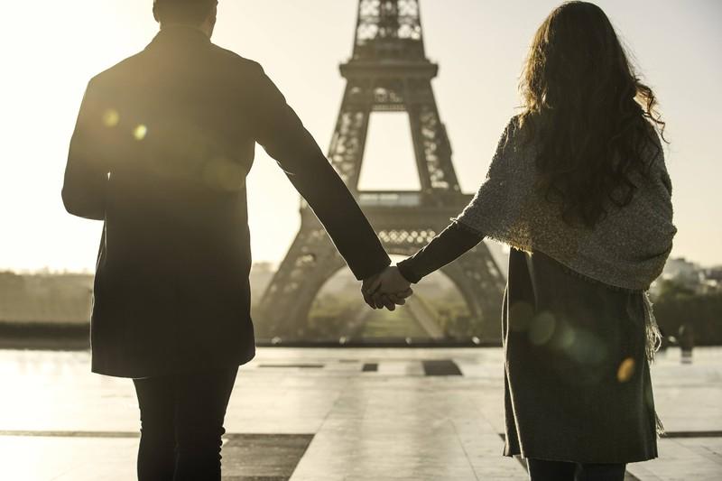 Das perfekte Urlaubsbild des Pariser Eifelturms. Die Realität wirkt dabei sicherlich anders, als die Erwartung, die man gehabt hat.