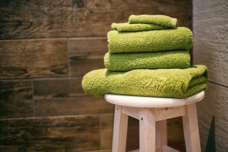 In manchen Hotels sollen die Angestellten Handtücher umfärben, falls die Flecken nicht mehr herauszukriegen sind.