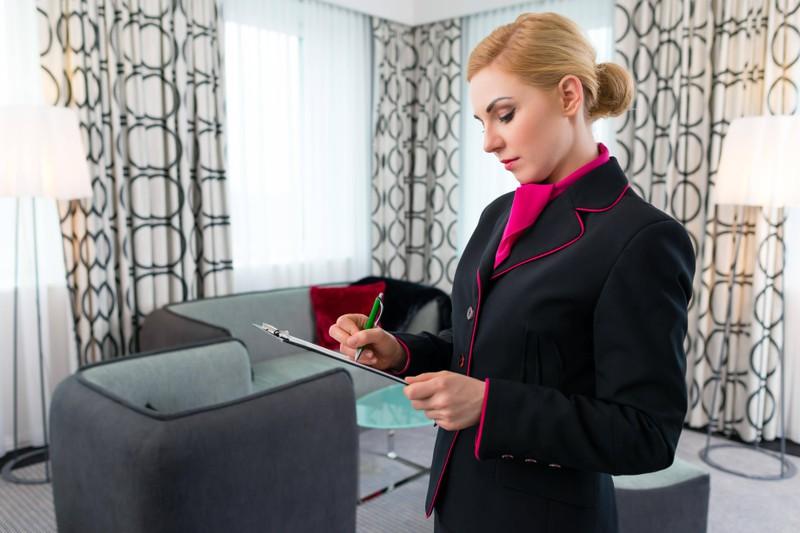 Manchmal notieren die MitarbeiterInnen des Hotels, was das nächste Mal noch getan werden muss, falls zu wenig Zeit bleibt, alles zu erledigen.