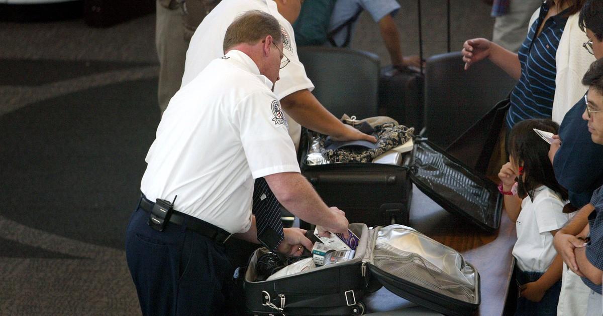 Essen im Flugzeug: Was darf ich mit ins Handgepäck nehmen?