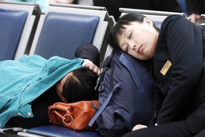 Wenn man auf dem Flughafen übernachten muss, ist das definitiv der Tiefpunkt der Reise.