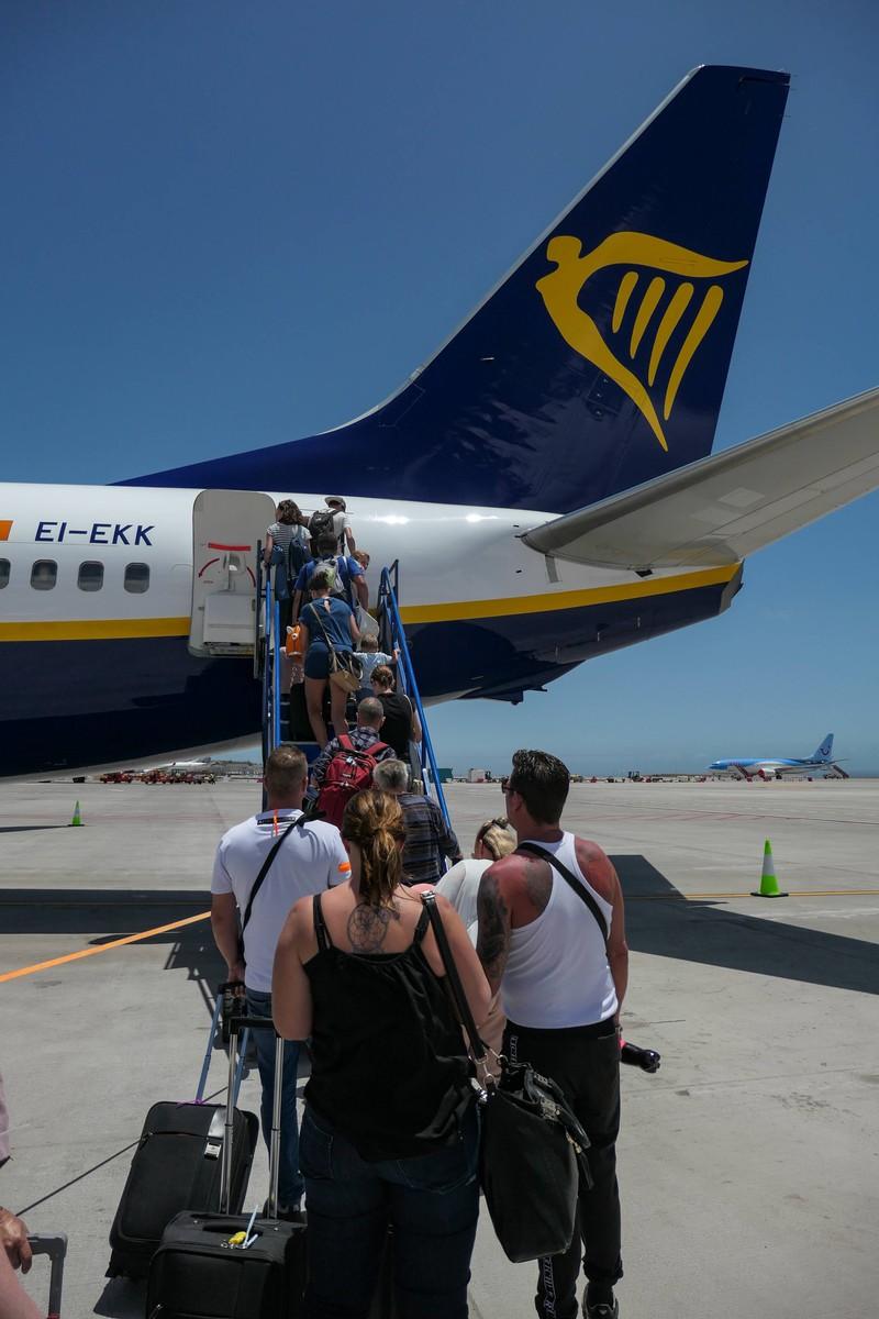 Ab sofort sollen die Passagiere auf Flügen Masken tragen.