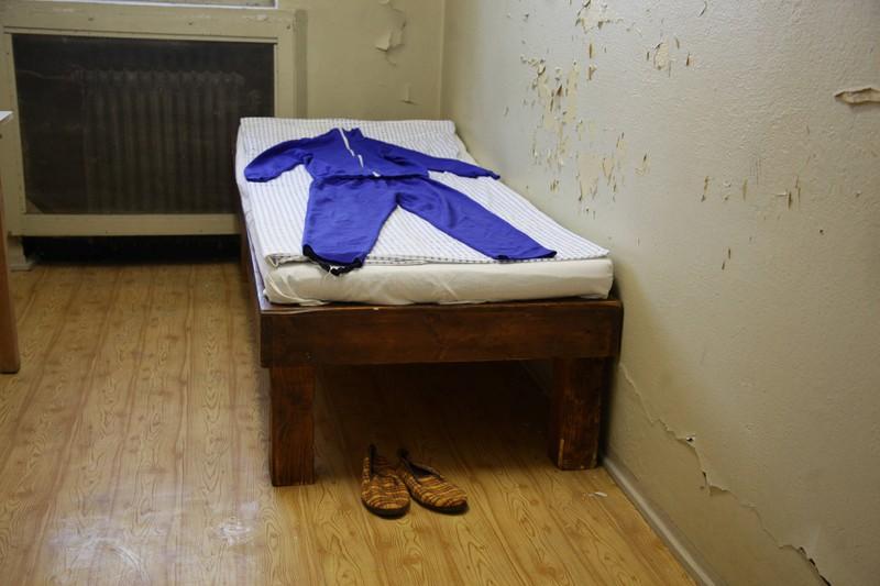 Eine Zelle zeigt, wie Gefangene in Hohenschönhausen lebten