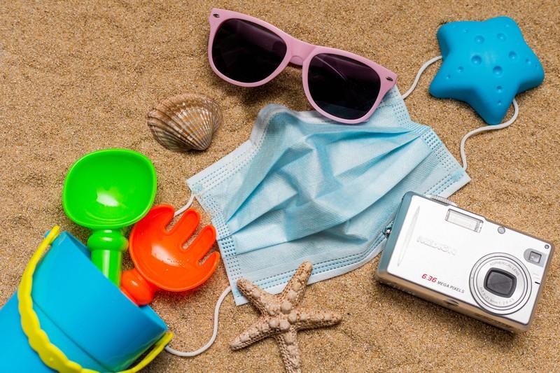 Masken sollten auch mit an den Strand genommen werden.