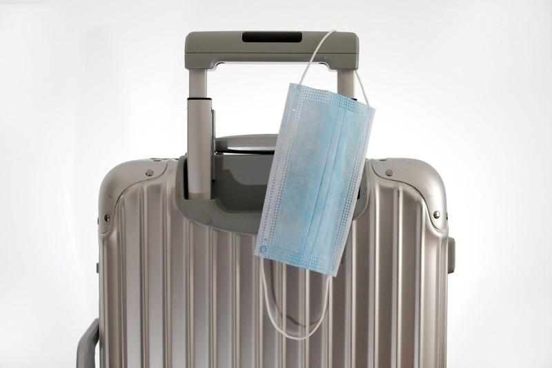 Wenn man vor dem 8.3.2020 seine Reise gebucht hat, bekommt man entweder einen Reise-Gutschein oder das Geld ausbezahlt.