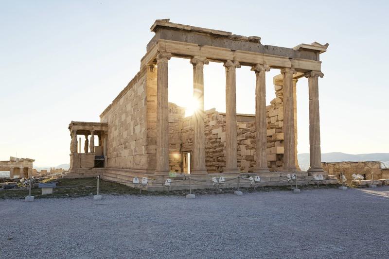 Die Akropolis liegt in der Hauptstadt Griechenlands. Wie heißt die gesuchte Stadt?