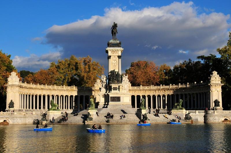 """""""El Retiro"""" liegt in der Hauptstadt Spaniens. Doch wie heißt die Hauptstadt?"""