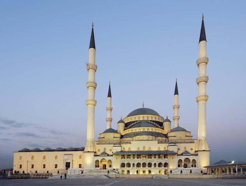 Zu sehen ist eine Sehenswürdigkeit in der Hauptstadt der Türkei. Wie heißt sie?