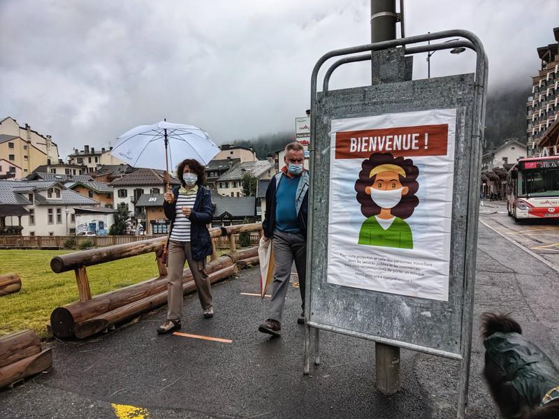 In Frankreich herrscht Maskenpflicht und Abstand halten