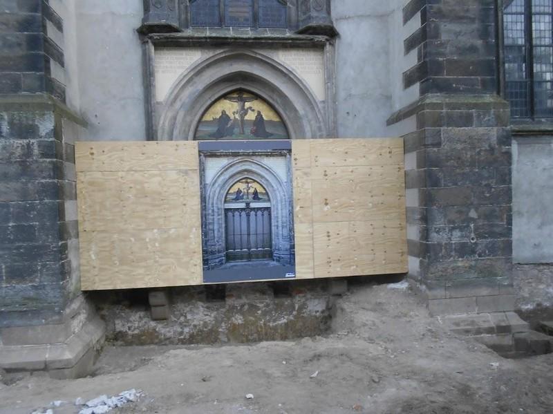 Die Tür der Schlosskirche von Wittenberg in Sachsen-Anhalt ist weltberühmt, denn hier sollte einst der Kirchenreformer Martin Luther im Jahr 1517 seine 95 Thesen an die Tür geschlagen haben.