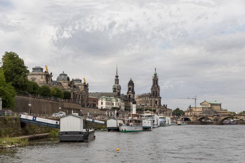 Die Dresdner Bevölkerung fährt für den Besuch der nächstgelegenen Millionenstadt ins Ausland.