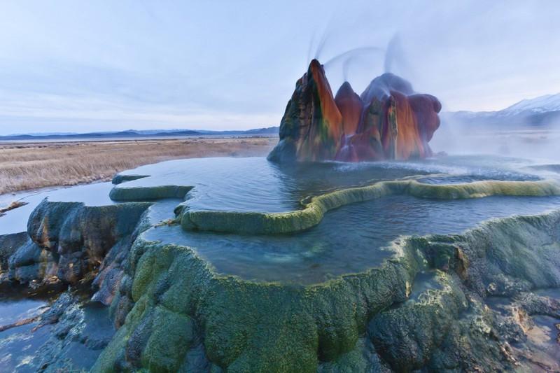 Die unterschiedlichen Farben des Fly Geyser in Nevada sind etwas ganz Besonderes.