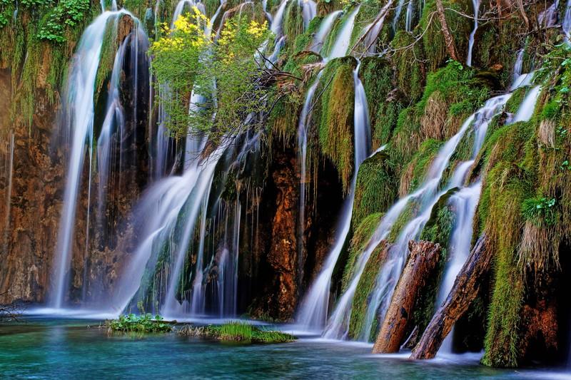 Kroatien hat wunderschöne Nationalparks wie den Nationalpark Plitvicer Seen.