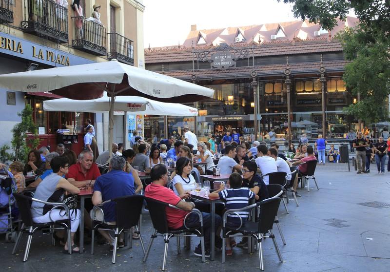 Der Street Food Markt liegt in Madrid.